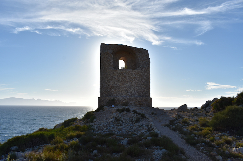 La Torre della riserva naturale di Capo Rama (PA), come un gigante solitario guarda il mare