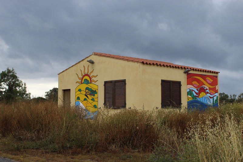 casetta , murales , nuvole,natura.