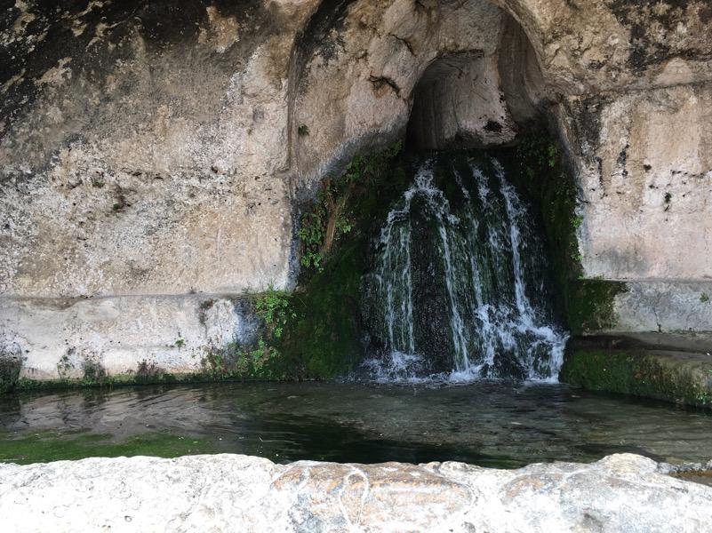 La grotta del Ninfeo a Siracusa