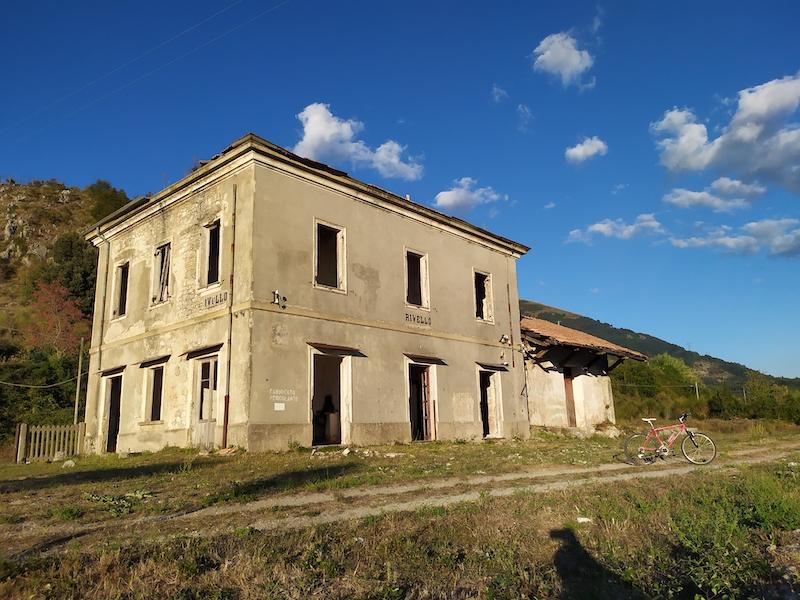 Seconda vita - Vecchia stazione ferroviaria inizio di 40 km di ciclovia. Rivello (PZ)