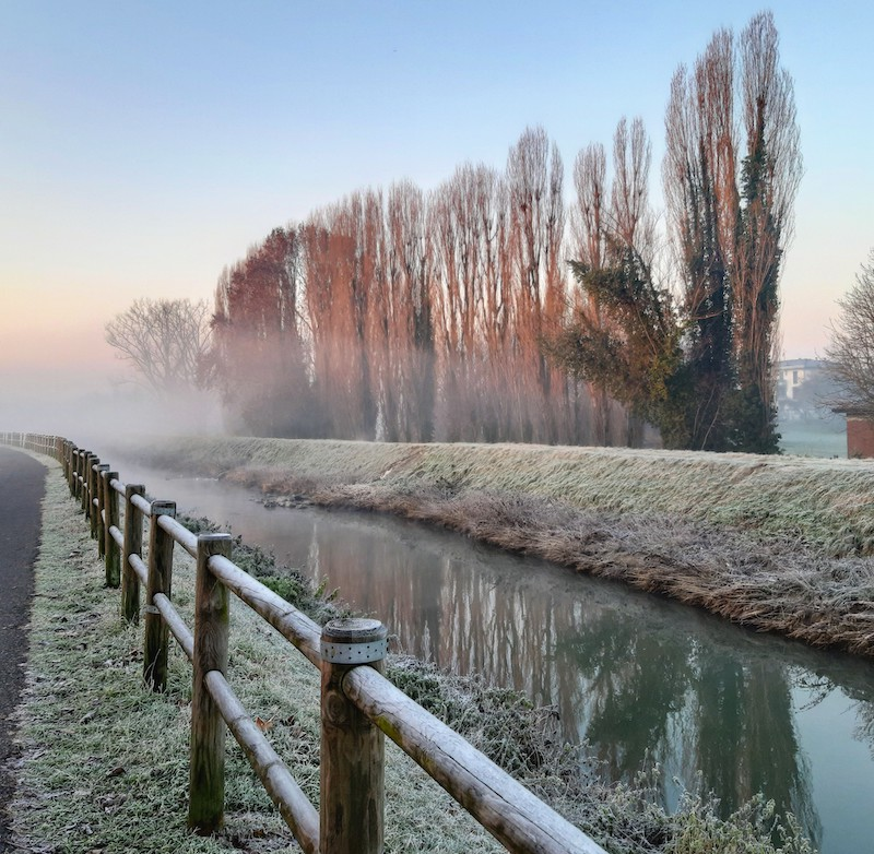 alba invernale in campagna