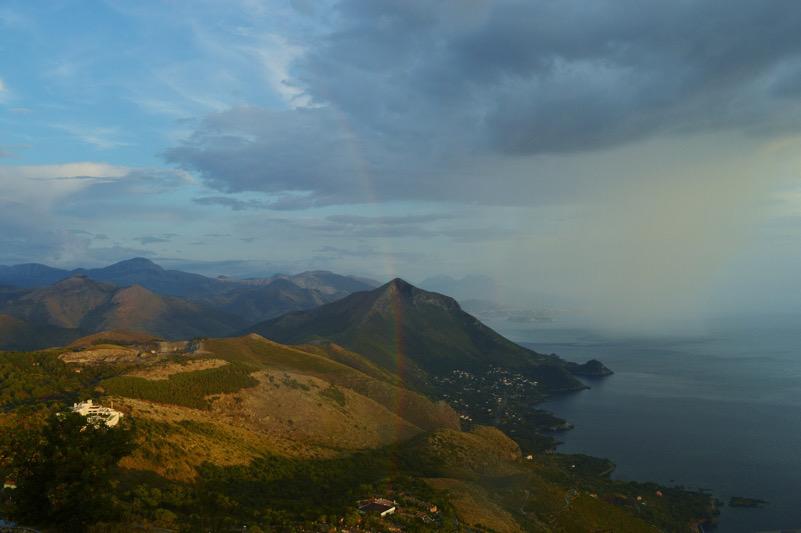 Arcobaleno tra le Montagne
