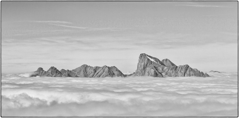 La Marmoalda spicca tra le nuvole