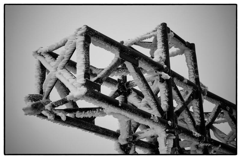 Fa freddo sulla croce in cima alla Marmolada